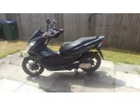 MINT CONDITION HONDA PCX 125CC WITH OXFORD HEATED GRIPS AND MUFF
