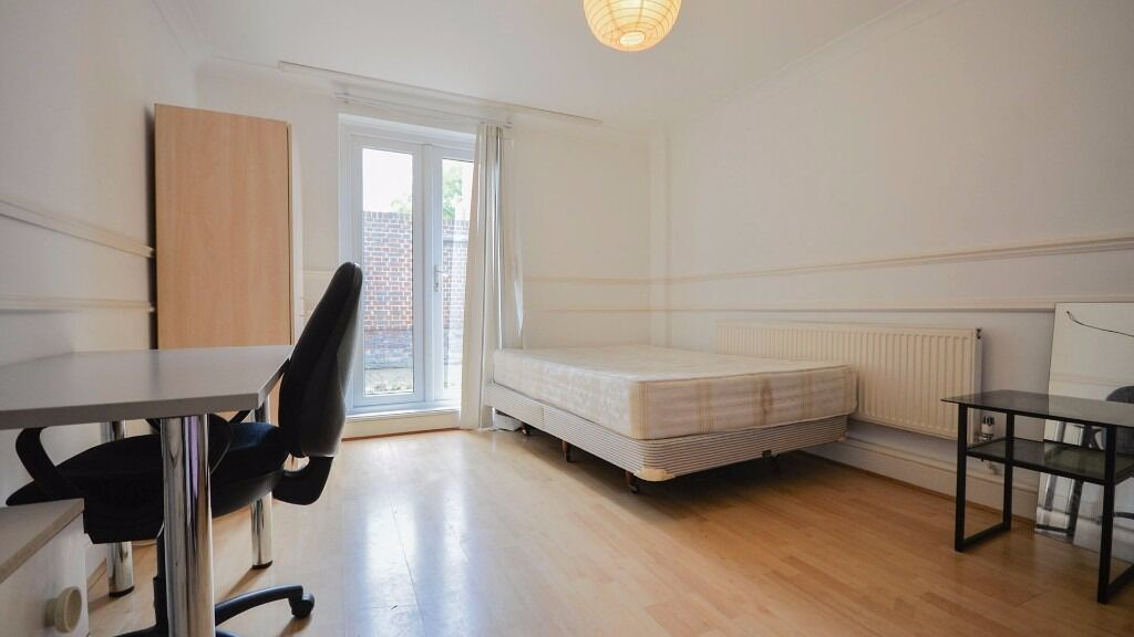LARGE DOUBLE ROOM - AVAILABLE NOW - *ALL BILLS INC* *WIFI* *PARKING* *WALTHAM CROSS* *ENFIELD* *EN3*
