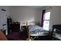 Large double room 8m to Leyton 20m to Stratford non smoker single: 110pw or 475pm inc ctax