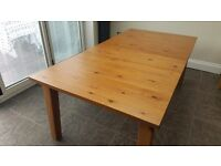 Beautiful extendable Dinning table in good condition. W140 x L220