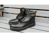 Trojan black safety boots - brand new - size 13 (48)