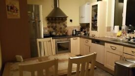 Big room to rent in Borehamwood all bills included