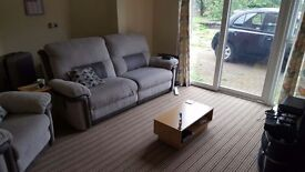 All bills included excellent large modern 2 double bed flat. With parking fir at least 3 cars