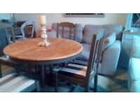 Round table and 4 chairs (Exendable)