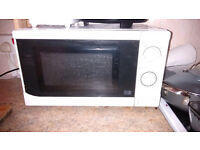 Microwave oven 700w - reliable and compact.