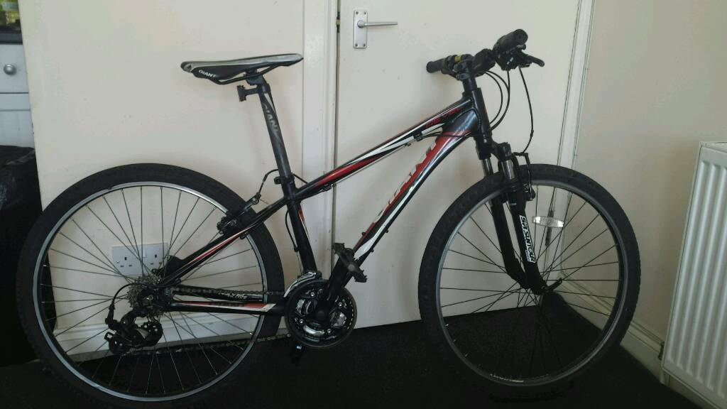 Giant mountain bike 16 framein Partick, GlasgowGumtree - Giant 26 inch wheels and frame 15 . 21 speed. 7 gears. In good condition and working fine. Ready to go. Feel free to test ride on first before buy it. thank you for looking