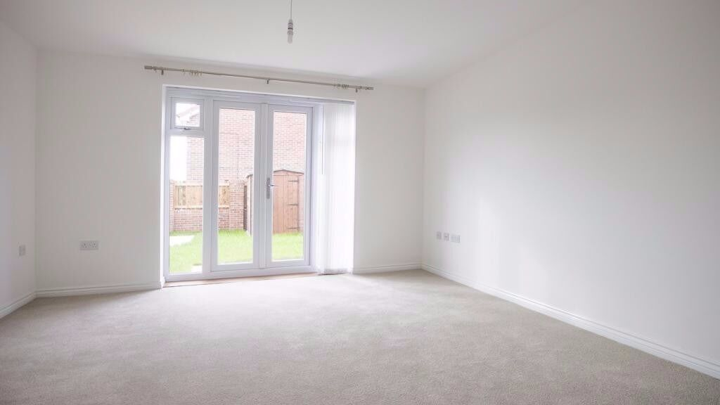 **TWO BED HOUSE IN WEST DRAYTON WITH GARDEN AND GARAGE**