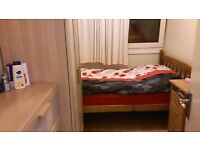 ***Big Spacious Single Room with A DOUBLE BED (All Bills Included )***