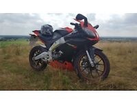 aprilia rs4 125cc 2012 black and red +extras/mods must read description