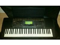 Yamaha PSR 520 electronic keyboard complete with charger and cover case