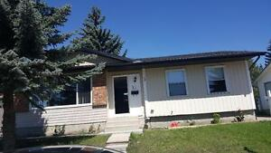 Beautiful 3 bedroom  bungalow in Whitehorn NE