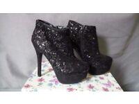 Unworn Ladies 'New Look' Black Sequin Shoe Boots SIZE 4