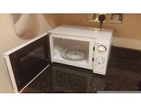 Tesco Solo Microwave MM08 Value, 17L 700W - Black & White