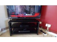 """40"""" hd Tv/DVD/stand/free sat box"""