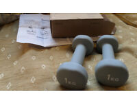 2 x 1KG dumbbells for light exercise training Never used in box with instructions