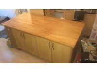 Oak Shaker Style Kitchen and Appliances