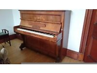 Upright piano Crane & Sons made in Berlin in a beautiful walnut case with piano stool included
