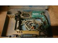 Makita Hr2470 240v in good working condition! fully working! can deliver or post!