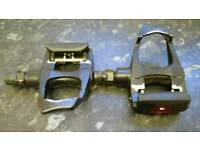 Pedals with clips for racing bike