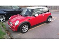 Mini Cooper Automatic 1.6L. CO2 emission 187g/km.