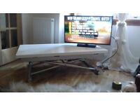Adjustable modern table