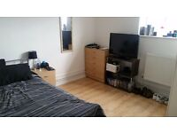 Large double room to rent in East Acton. £674 pcm all bills included. Quiet, spacious & modern flat.