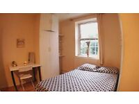 HUGE DOUBLE ROOM.! SINGLES OR COUPLES - WELCOME .!!! ( Oval )