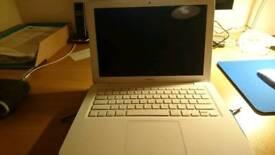"""2010 Apple Macbook 13"""""""