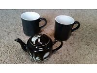 Teapot, one-cup, black with white swirl pattern, with two mugs