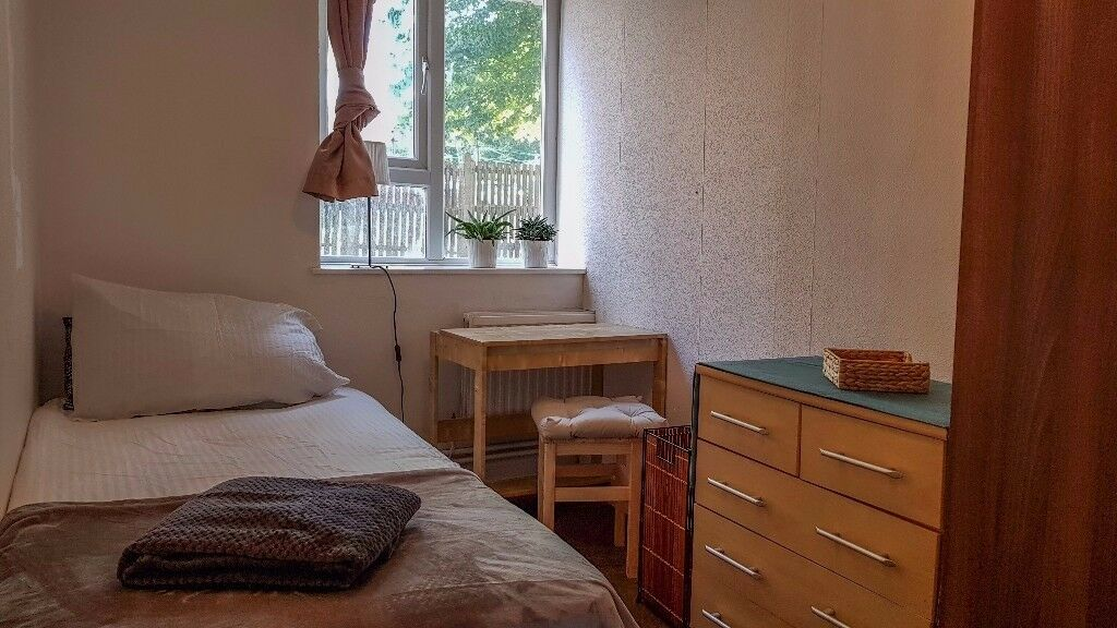 Single Room in East Finchley ! Exceptional Price :)