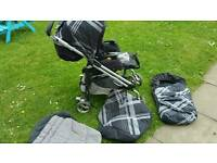 Pushchair with footmuffs free