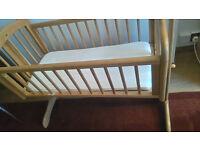 Swinging crib with mattress - Mothercare