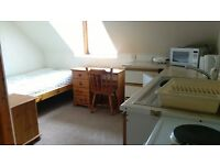 single and double bed sits in good quiet area in clean quiet house