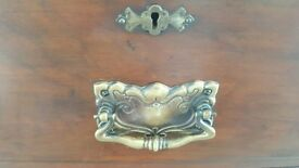 Mahagany veneer chest of drawers circa 1900
