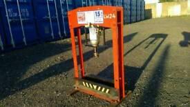Hydraulic press 15 ton