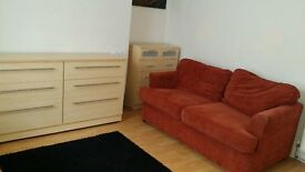 **WELL PRESENTED,FULLY FURNISHED,STUDIO Room in Newport Town center (Civic Center) TEL, 07999531798