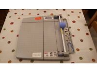 Dahle Guillotine paper cutter
