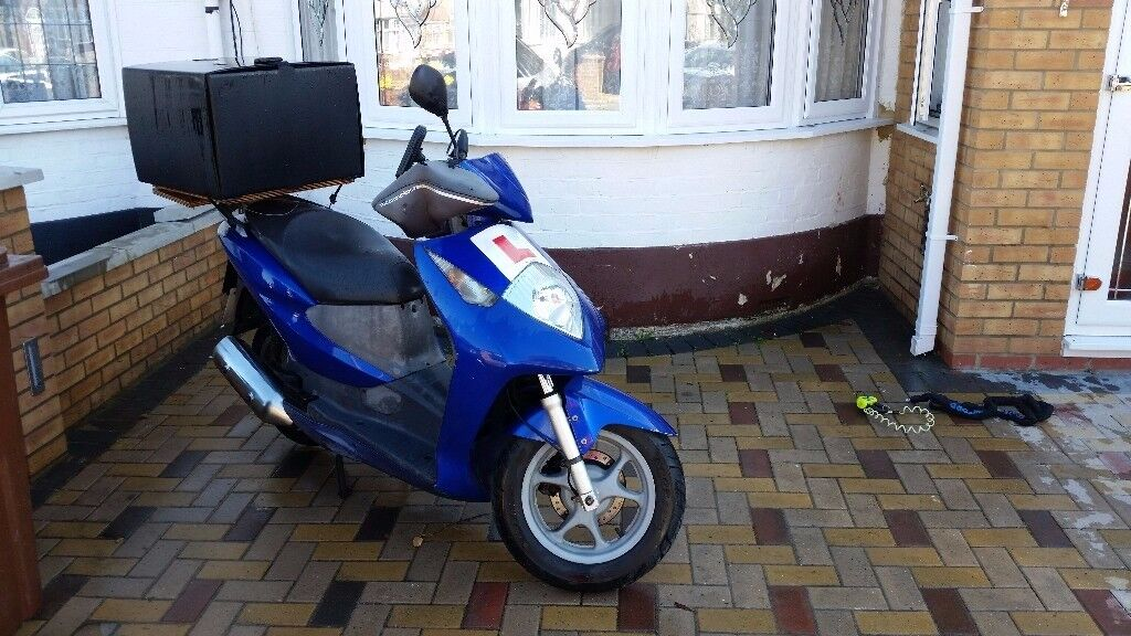 *Honda Dylan Blue 125cc Scooter/ Low Mileage/ Very Good Condition/ With Delivery Box + Oxford Lock*