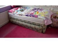 Single bed with pullout guest bed