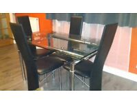 Extending glass table wit 4 chairs
