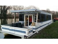 USA built perfectly appointed fully furnished cruising houseboat