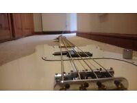Fender Precision Bass (Arctic White)
