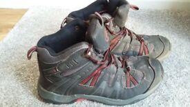campri walking boots size 7