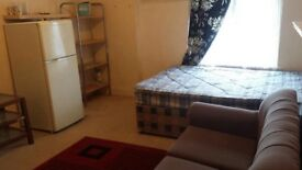 Double Room available on Longbridge road Dagenham for working professional