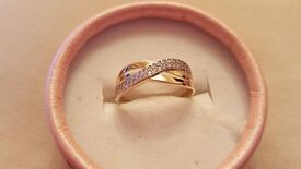 Brand new 9ct gold ladies ring