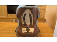 Absolutely Immaculate Graco Child Car Seat with Seperate Detachable Base