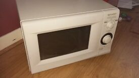 Sharpe Microwave Oven in White