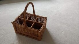 Wicker bottle picnic basket