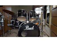 Pearl Export drum kit in piano black. All Original hardware (Tama, Premier)