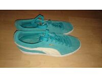 Ladies size 6 blue puma's
